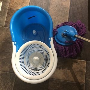 what is the Spinning mop with bucket